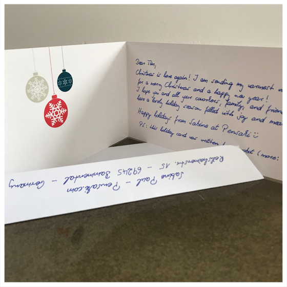 Stilvolle handschriftliche Weihnachtskarten von Roboterhand ⎟Pensaki.com